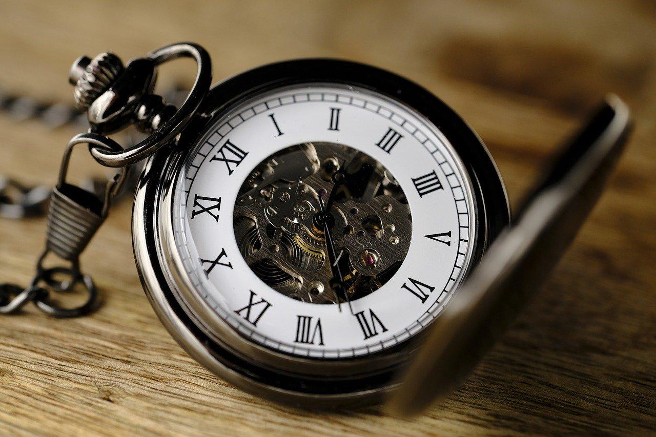 就活はいつまでに終わるべき?いつまで間に合う?いつから内定がないとやばい?