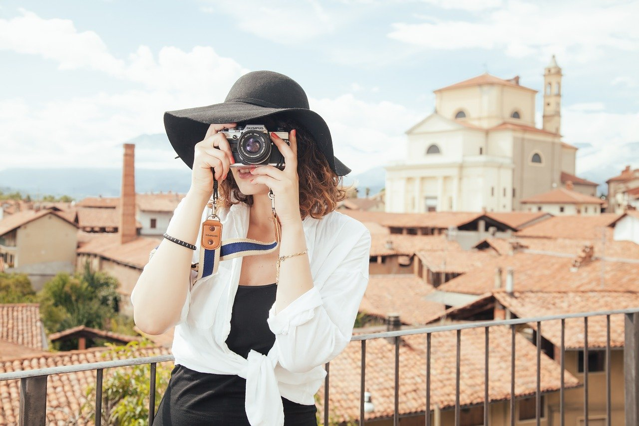 就活のESで採用されやすい「あなたらしい写真」の選び方 集合写真や自撮りはOK?